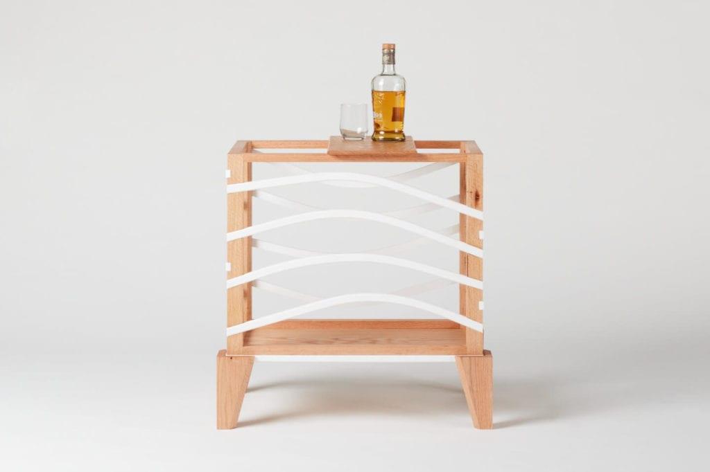 Wystarczą dwie deski czerwonego dębu - projekt AHEC i Rycotewood Furniture - James Howard