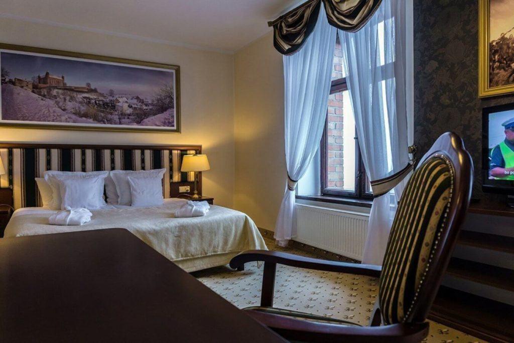 Hotel Zamek Gniew - hotel, apartamenty, restauracja, basen, SPA - apartament z dużym łóżkiem