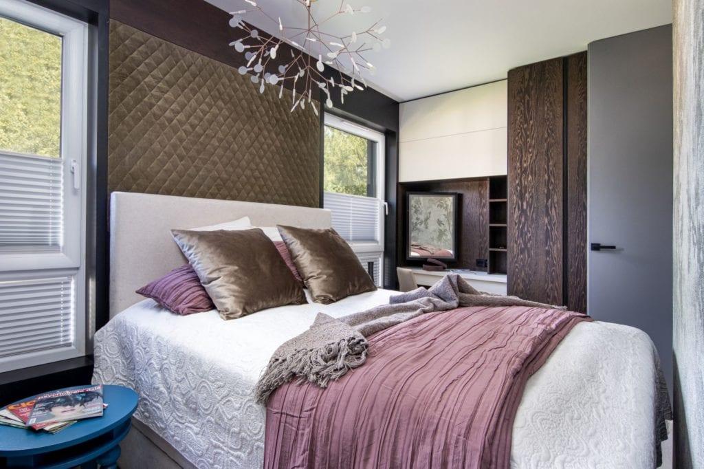 Apartament z widokiem na park Kościuszki w Krakowie projektu Mikołajska Studio - duże łóżko w sypialni