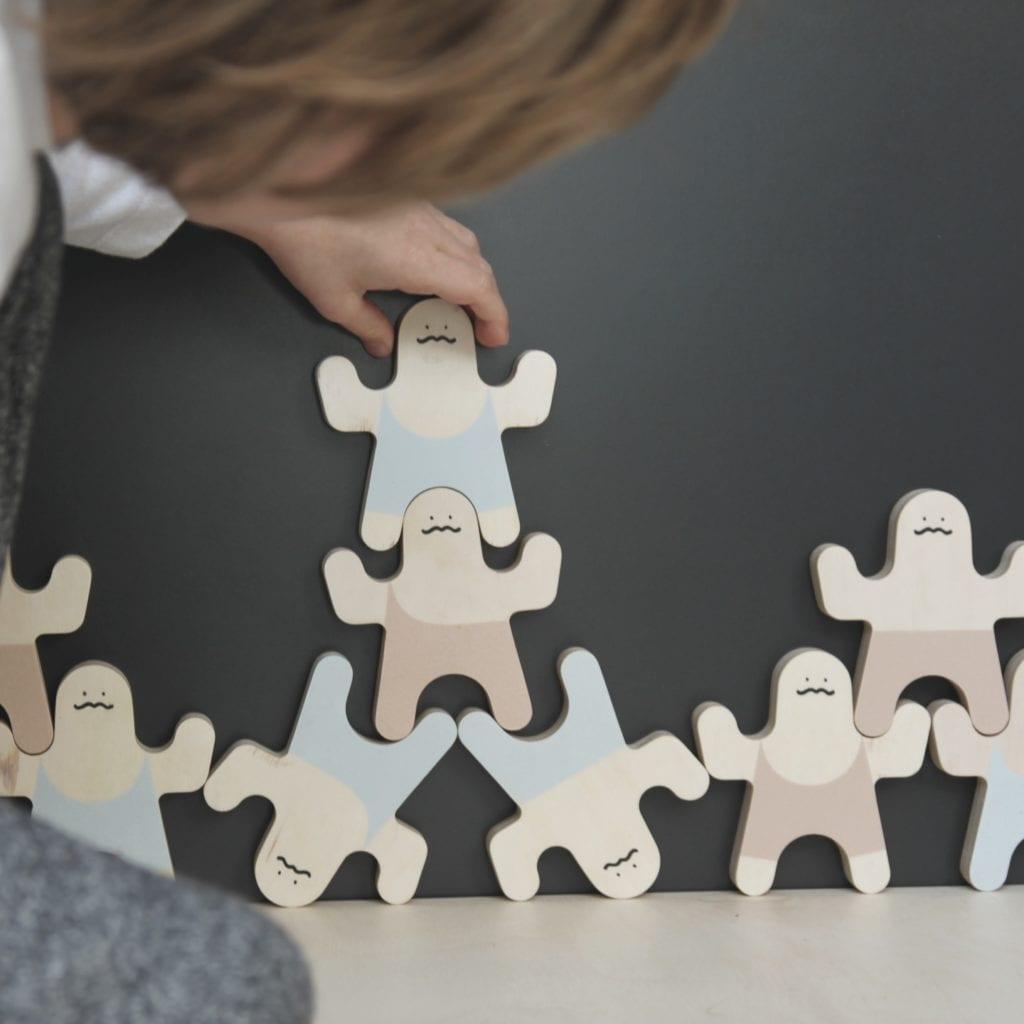 Co pod choinkę? 83 pomysły na prezent Made in Poland - inspiracje i porady na świąteczne prezenty - zabawka dla dzieci Wood Luck