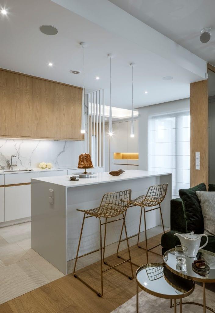 Dom projektu HOLA Design w świątecznej stylizacji - jasne meble w kuchni