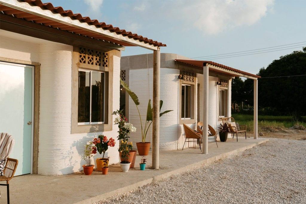 Domy z drukarki 3D w miejscowości Tabasco w południowym Meksyku - projekt New Story ICON i fuseproject - frony domów