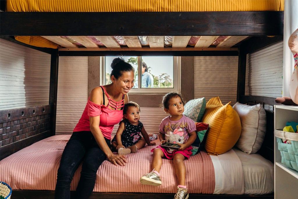 Domy z drukarki 3D w miejscowości Tabasco w południowym Meksyku - projekt New Story ICON i fuseproject - wnętrza domu