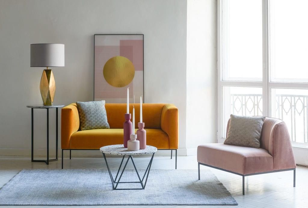 Kolekcja Geometric Pastels od Miloo Home - obraz Magdaleny Łężak wiszący na ścianie w salonie
