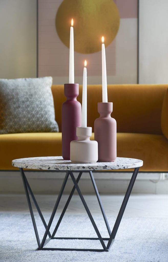 Kolekcja Geometric Pastels od Miloo Home - stolik i 3 świeczniki w pastelowych kolorach
