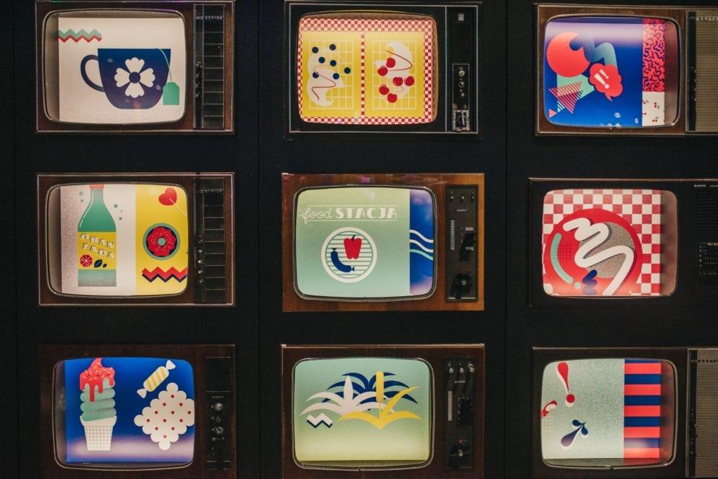 Telewizory w Foodstacji w Pasażu Grunwaldzkim projektu pracowni MIXD