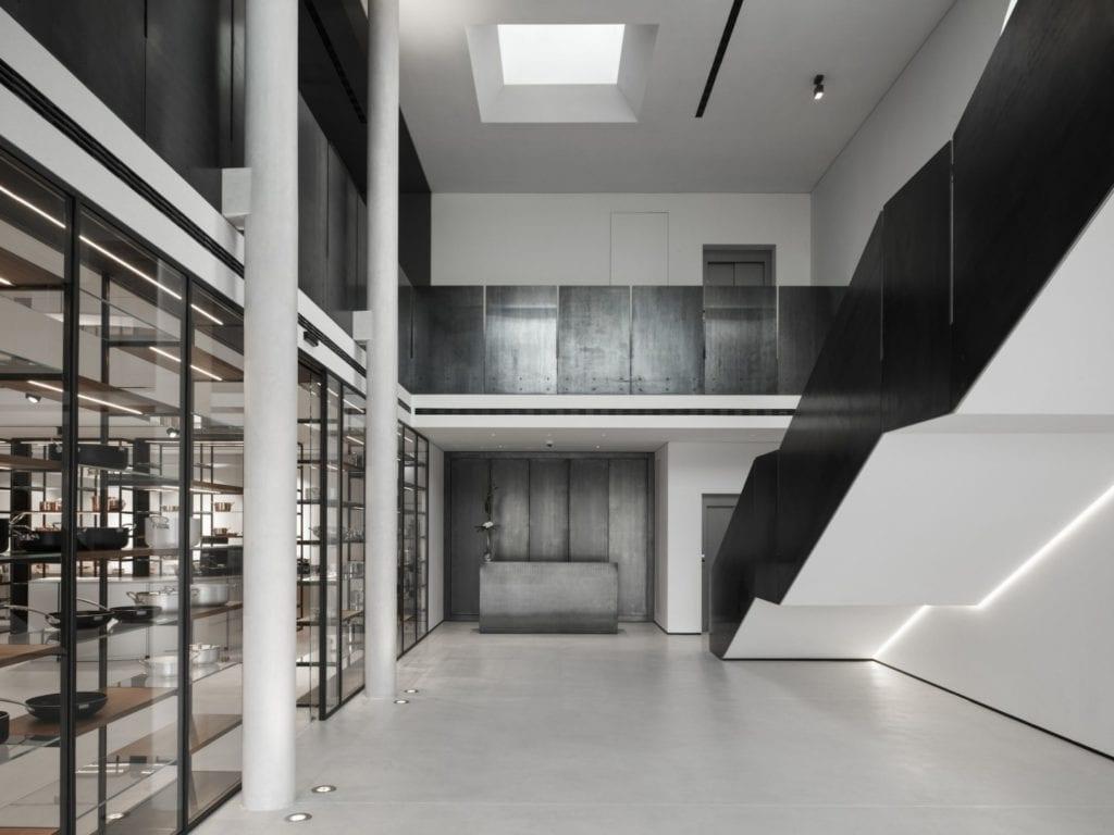 Wielki hol w restauracji Bolle projektu Marco Acerbis Studio
