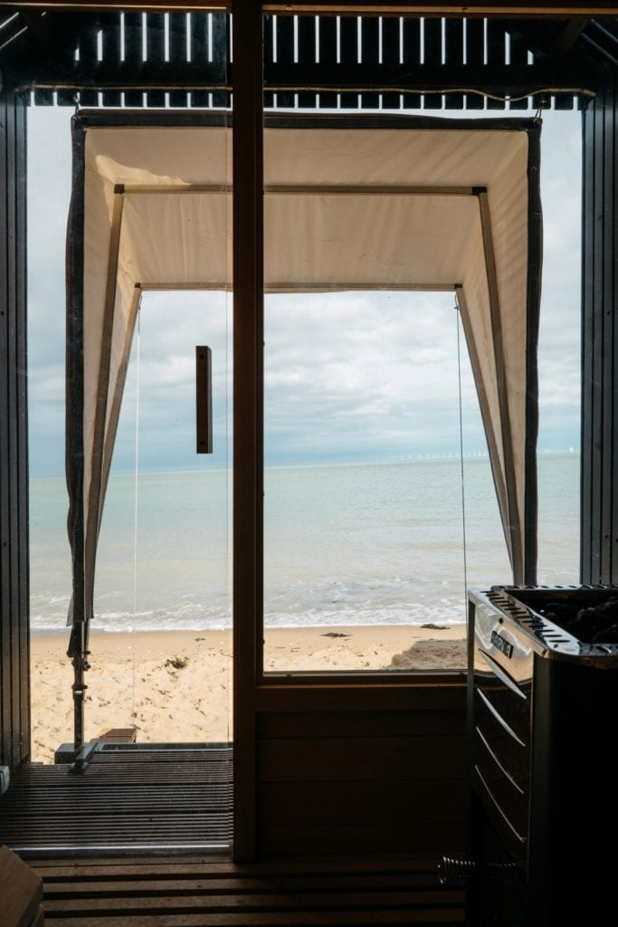 Marka Haeckels i drewniana sauna na plaży w Margate