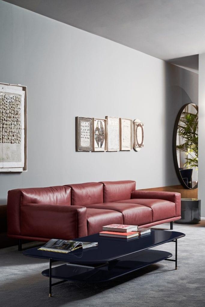 Meridiani - meble włoskiej marki - czerwona skórzana sofa Timothy - stolik Adrian