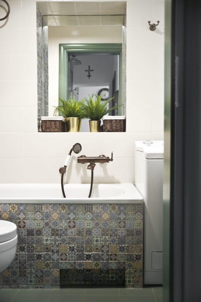 Metamorfoza warszawskiego mieszkania z lat 50 - pracownia Miśkiewicz Design - kafle w łazience w orientalne wzory