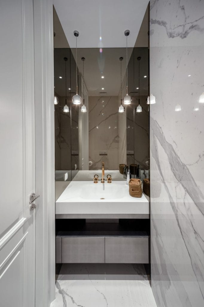 Nowoczesny i komfortowy apartament projektu Pauliny Taff - łazienka w apartamencie