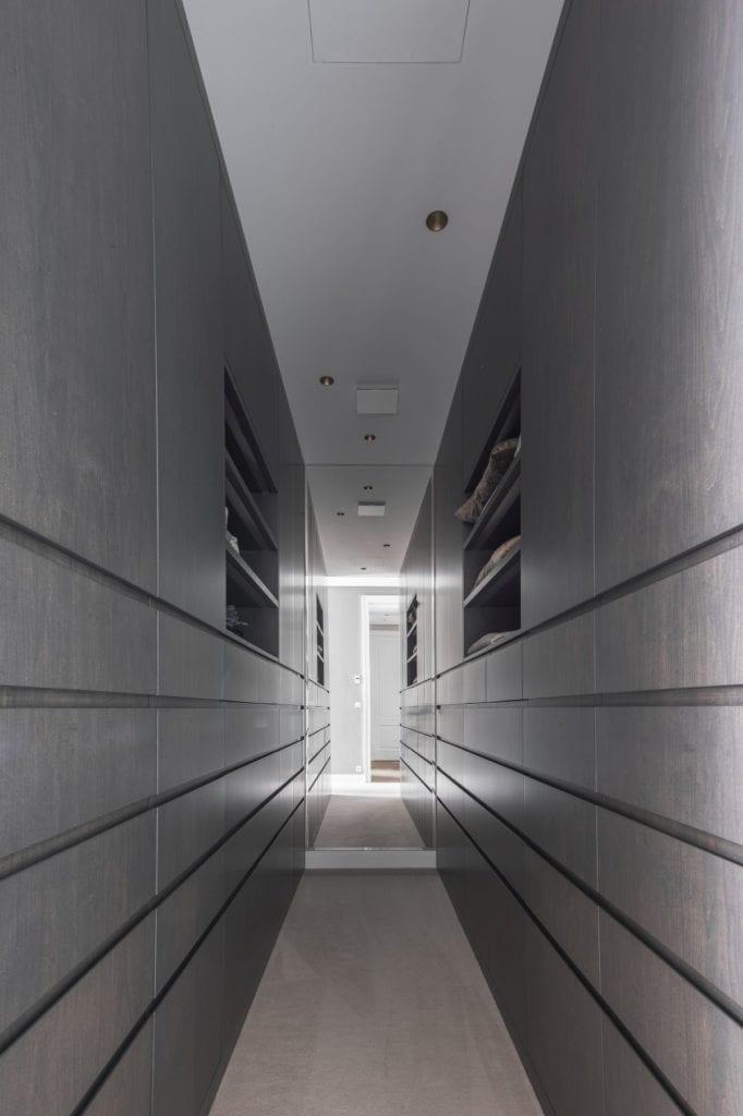 Nowoczesny i komfortowy apartament projektu Pauliny Taff - hol w apartamencie