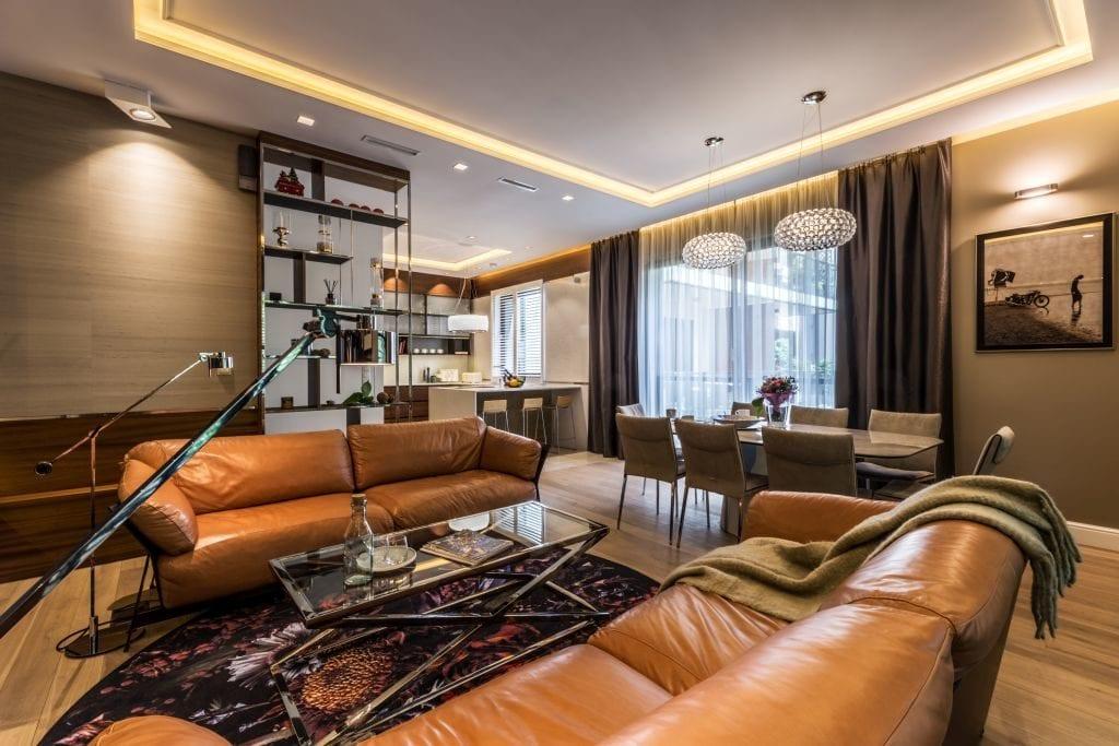 Pracownia Viva Design i luksusowy apartament w Warszawie - skórzane sofy w salonie