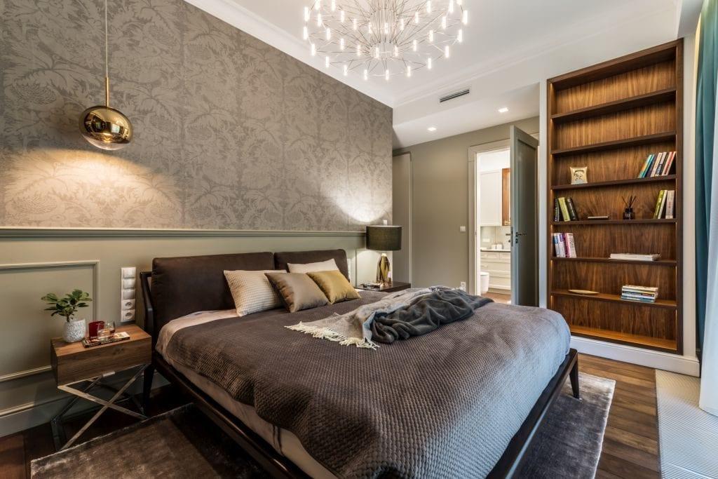 Pracownia Viva Design i luksusowy apartament w Warszawie - duże łóżko w sypialni