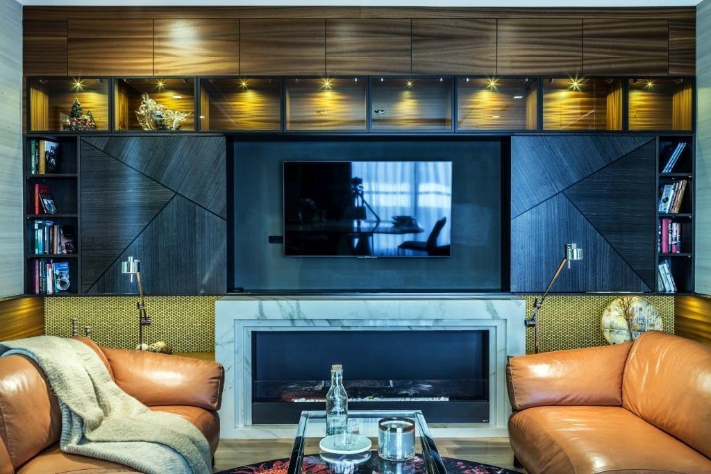 Pracownia Viva Design i luksusowy apartament w Warszawie - telewizor na ścianie w salonie