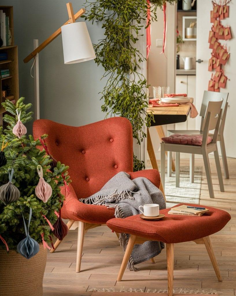 Świętuj po swojemu - dekoracyjne dodatki do mieszkania - fotel w czerwonym kolorze