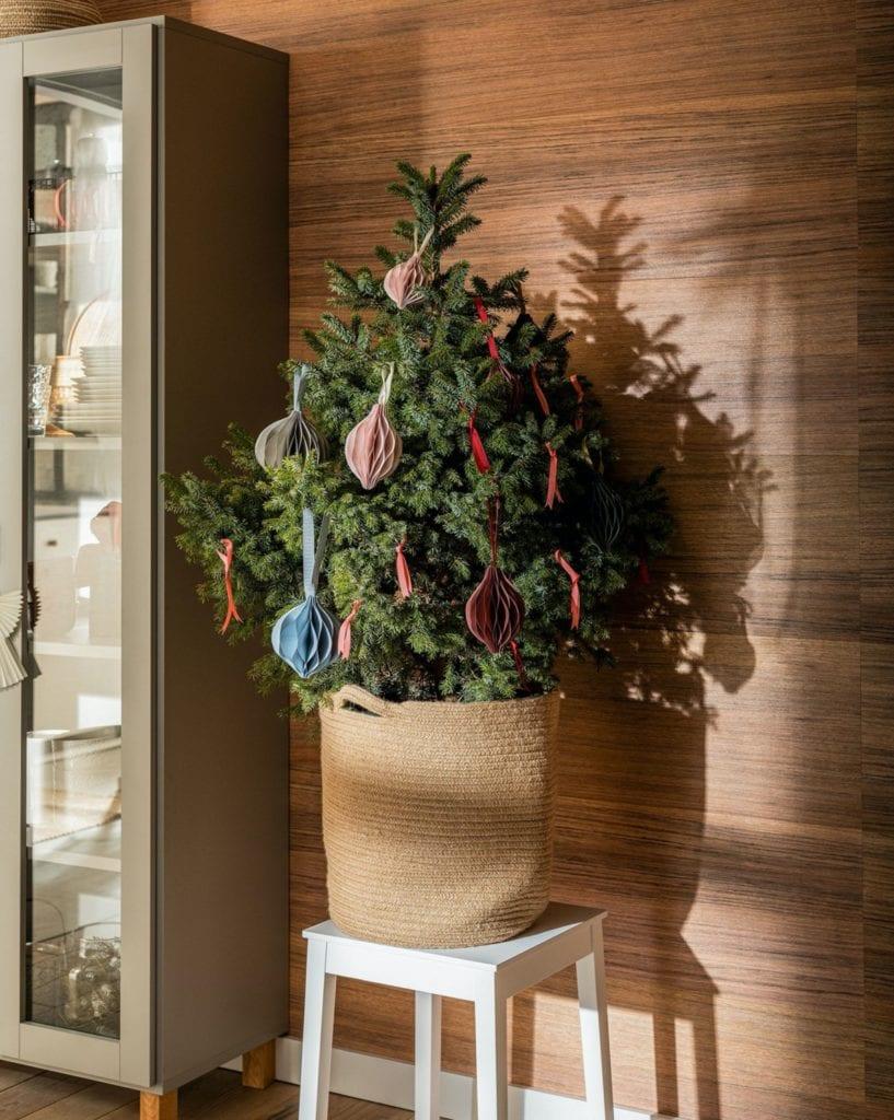 Świętuj po swojemu - dekoracyjne dodatki do mieszkania - świąteczna choinka