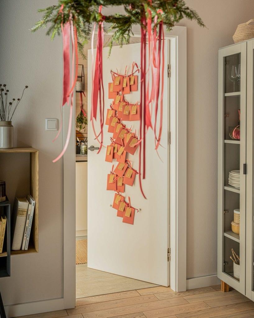 Świętuj po swojemu - dekoracyjne dodatki do mieszkania - świąteczny motyw na ścianie