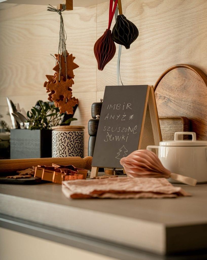 Świętuj po swojemu - dekoracyjne dodatki do mieszkania - świąteczny stół