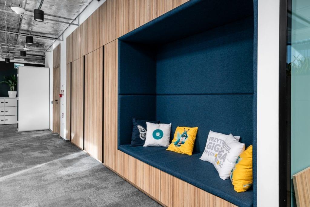 Warszawskie biuro UPC projektu The Design Group - część wypoczynkowa