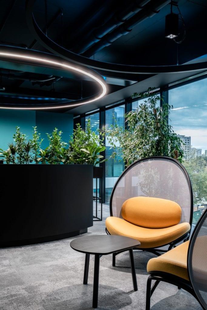 Warszawskie biuro UPC projektu The Design Group - zieleń w biurze