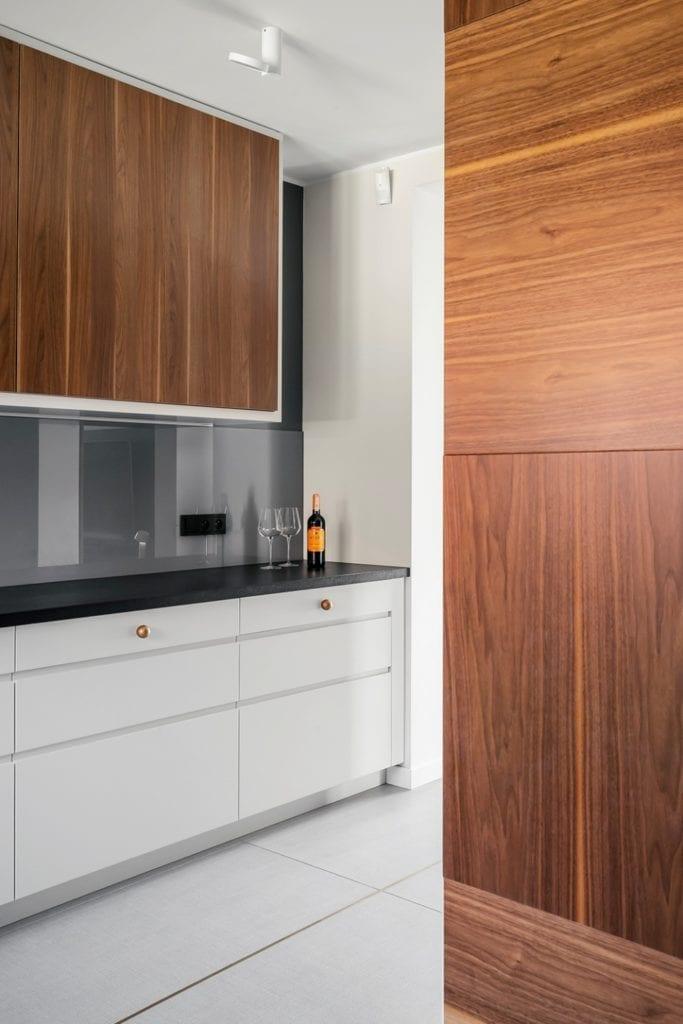 Dom w Suchym Dworze - jasne meble w kuchni