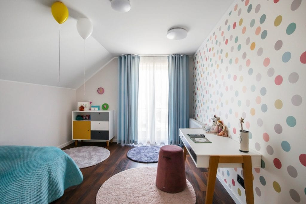 Dom w Suchym Dworze - jasny pokój dziecięcy