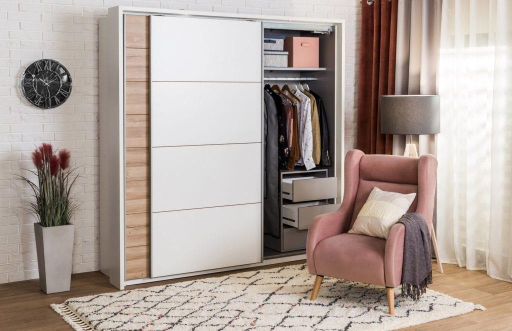 Jak uporządkować wnętrze mieszkania - porady, inspiracje - organizacja wnętrza szafy