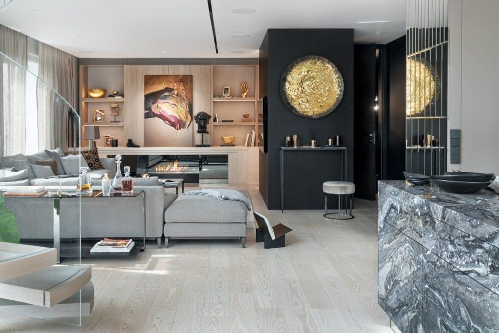 Katarzyna Kraszewska i warszawski apartament w stylu nowojorskim - obraz na ścianie w salonie
