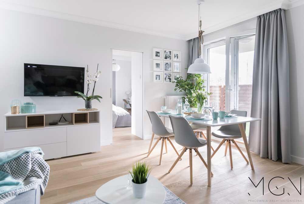 MGN Pracownia Architektoniczna i projekt salonu ze stołem i kompletem krzeseł