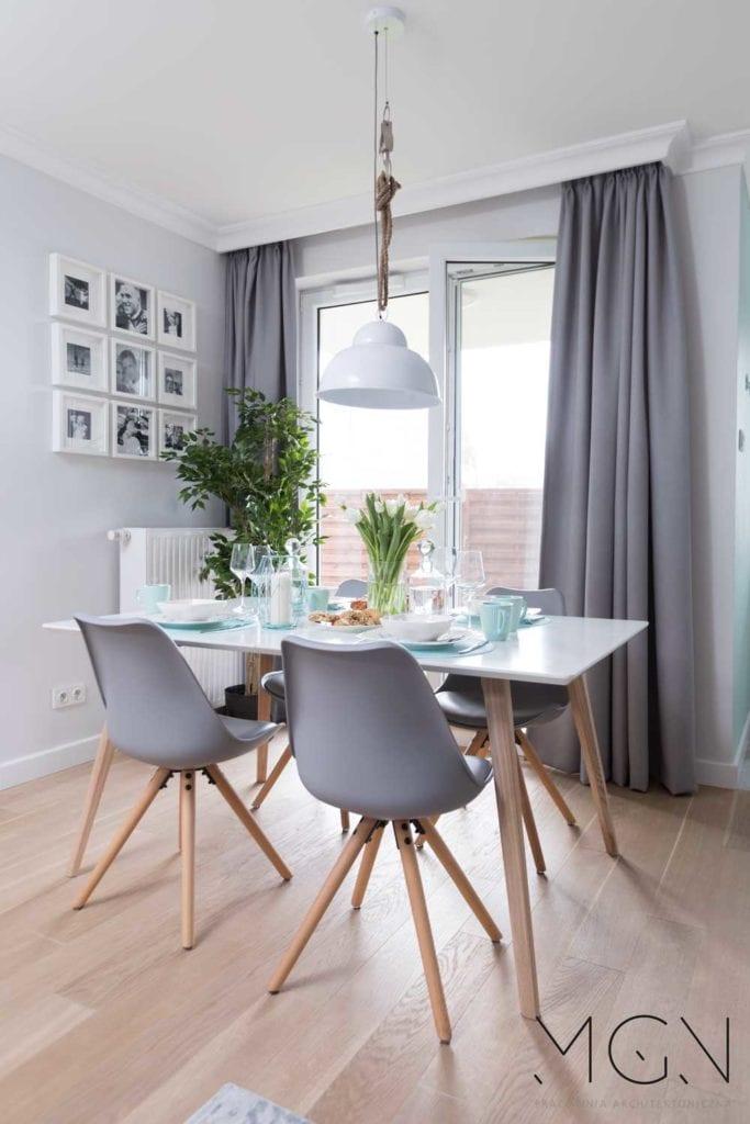 MGN Pracownia Architektoniczna i lawendowe dodatki w salonie