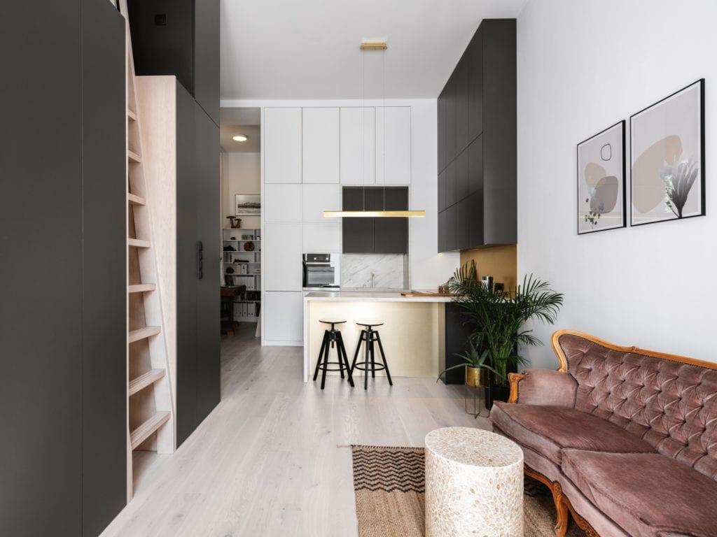 Mieszkanie architektki Karoliny Gacy z pracowni GRUPA NONO - wysoki salon