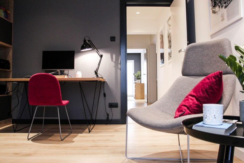 Miejsce do pracy w poznańskim mieszkaniu projektu 3XB Architekci