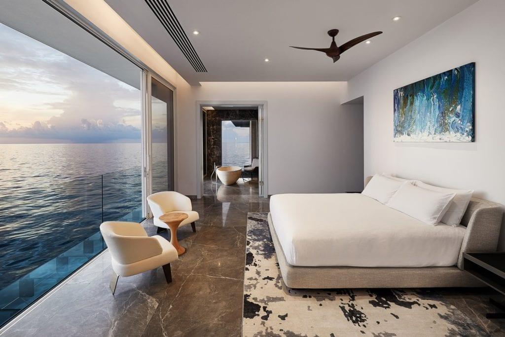 Sypialnia w willi Muraka z widokiem na ocean