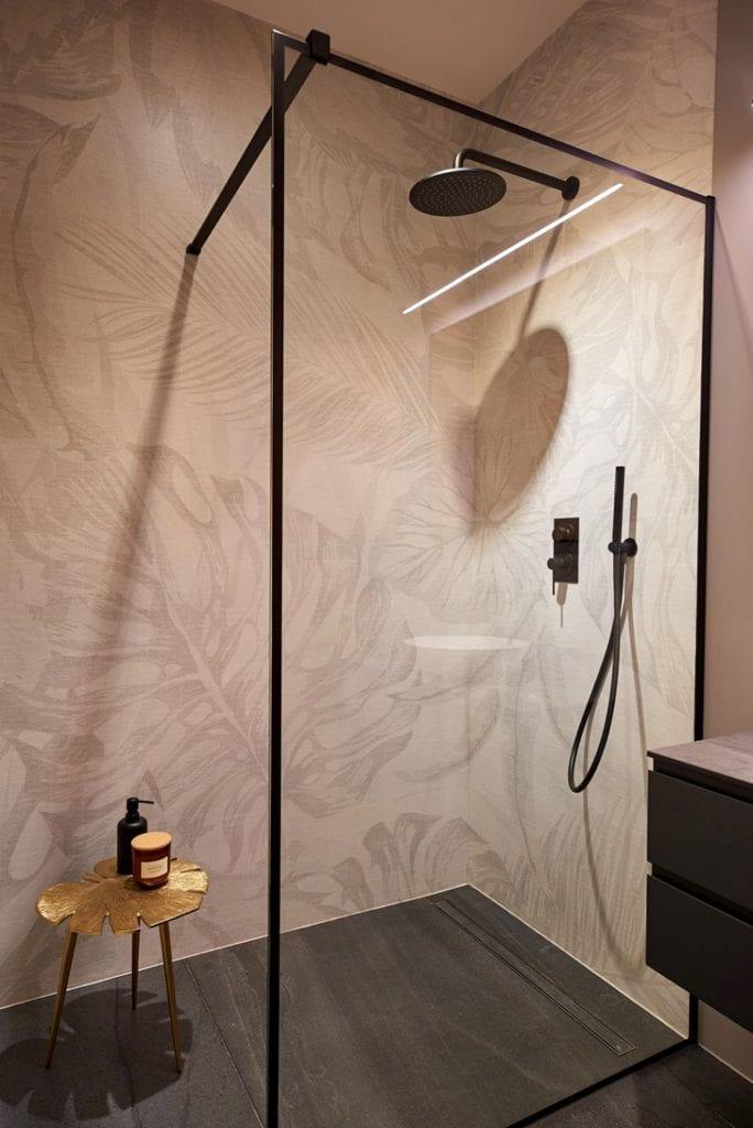 Martyna Midel i projekt apartamentu w Łodzi - kabina prysznicowa w łazience