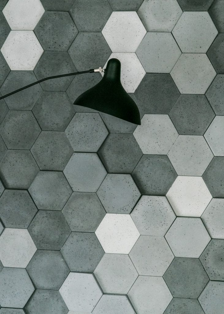 Joanna Zabłocka studio projekowania wnętrz - projekt poznańskiego apartamentu - heksagonalne płytki