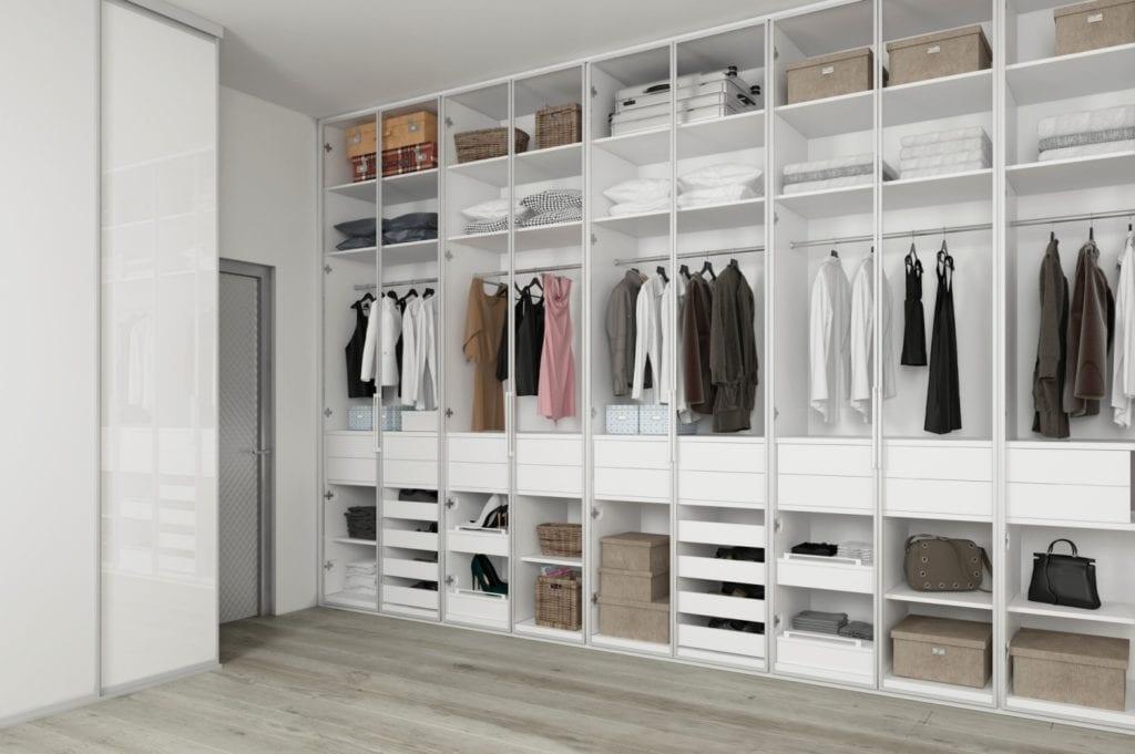 Komandor i garderoba typu walk-in closet