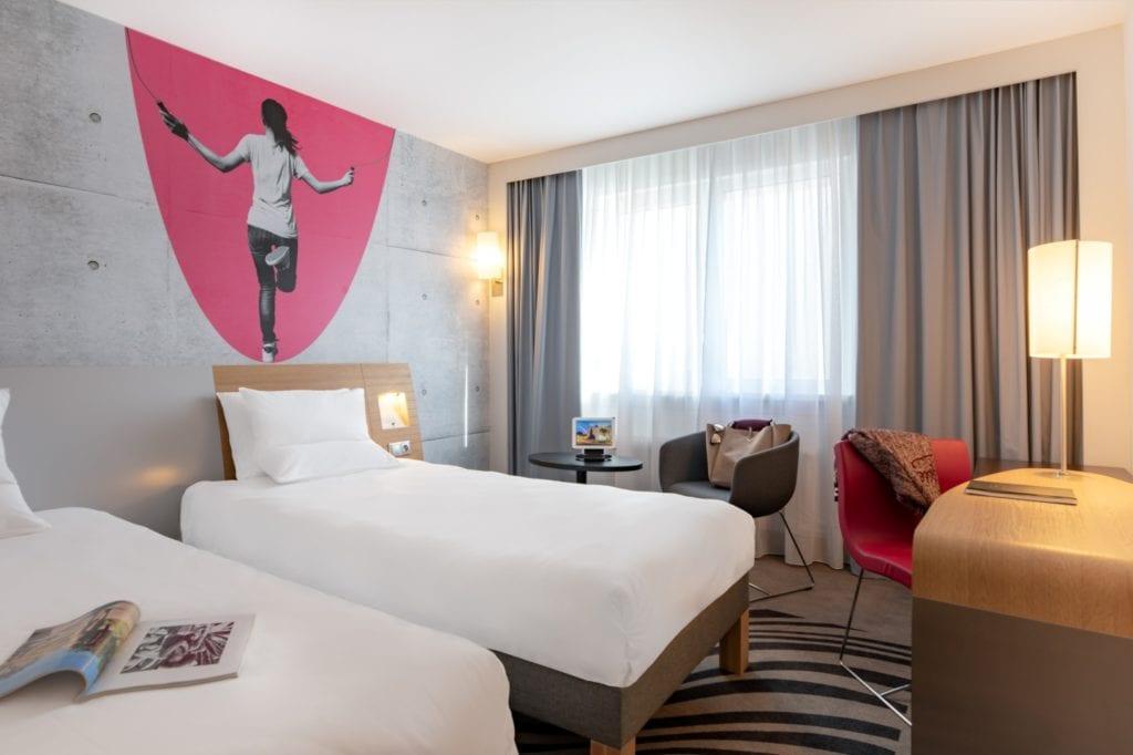 Novotel Wrocław City - filmowy hotel w nowym obliczu - pokój z dwoma pojedynczymi łóżkami