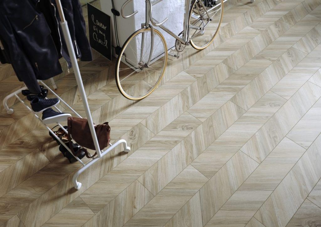 Organic Wood - płytki inspirowane naturalnym drewnem od marki Cersanit - CHEVRONWOOD BEIGE