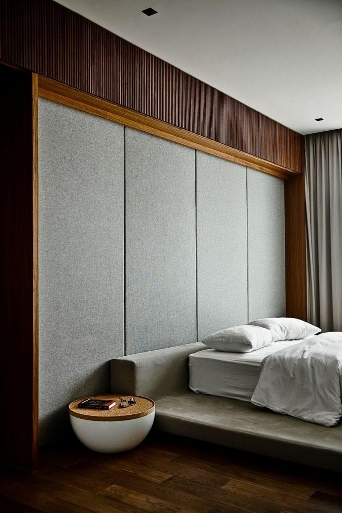 80ADR-House projektu pracowni ONG&ONG - szary kolor w sypialni