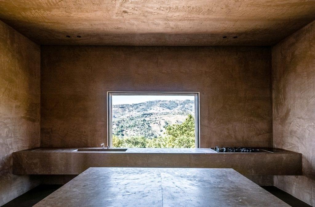 Pracownia MORQ i Villa RA w południowych Włoszech - przestronny salon