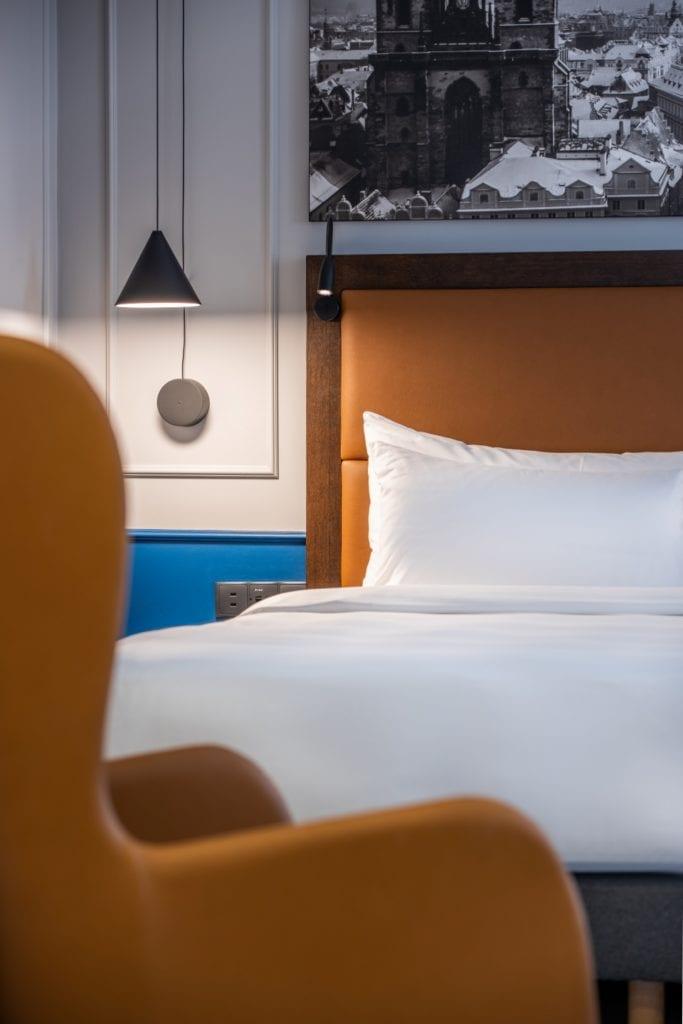 Radisson Blu w Pradze zaprojektowany przez polską pracownię Iliard Architecture & Project Management - wnętrz pokoju