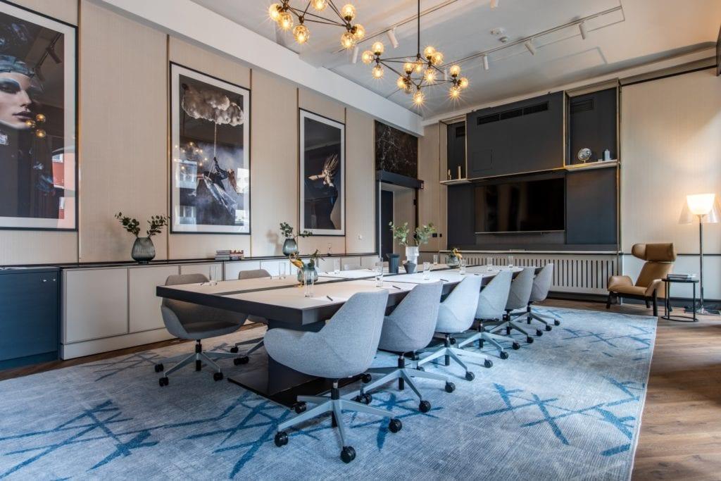Radisson Blu w Pradze zaprojektowany przez polską pracownię Iliard Architecture & Project Management - sala konferencyjna