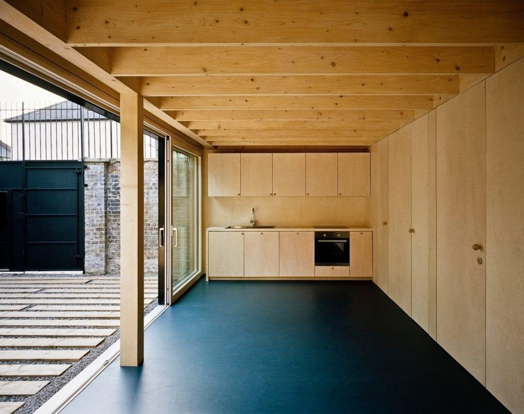 Russell Jones i niewielki dom w północnym Londynie