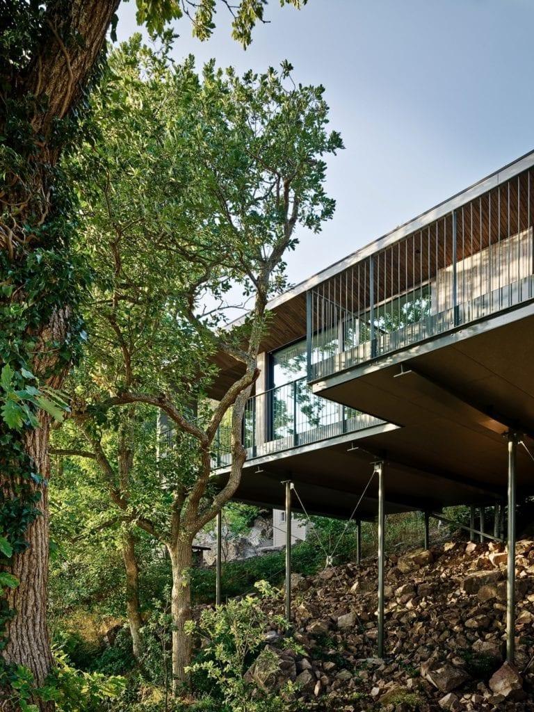 Sommarhus Solviken projektu Johan Sundberg Arkitektur - dom w drzewach