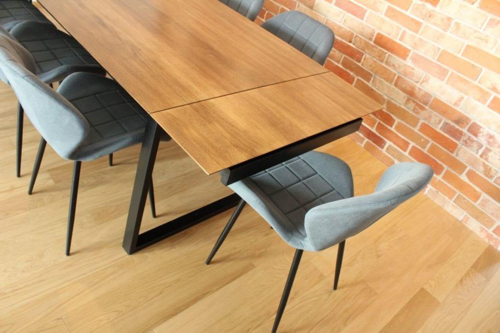 Unikatowe produkty z manufaktury Wolne Meble - drewniany stół