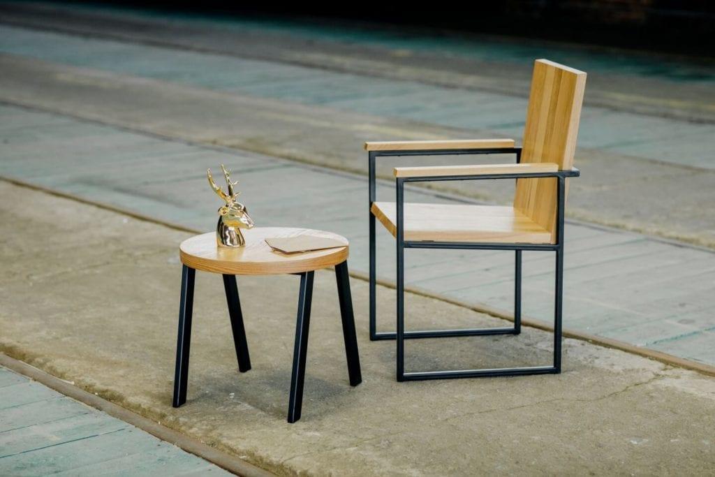 Unikatowe produkty z manufaktury Wolne Meble - krzesełko i stolik dla dziecka z drewna