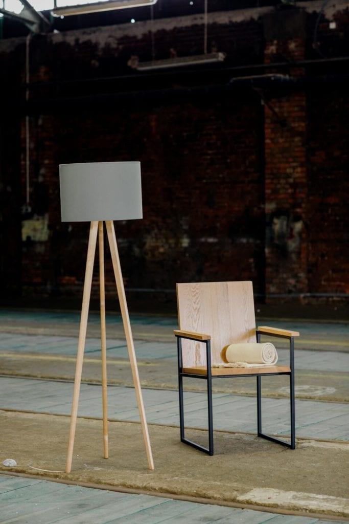 Unikatowe produkty z manufaktury Wolne Meble - krzesełko z drewna
