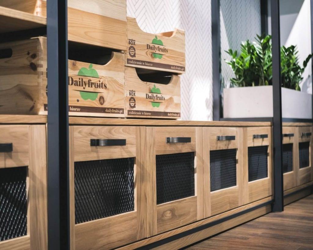 Unikatowe produkty z manufaktury Wolne Meble - drewniana zabudowa frontów