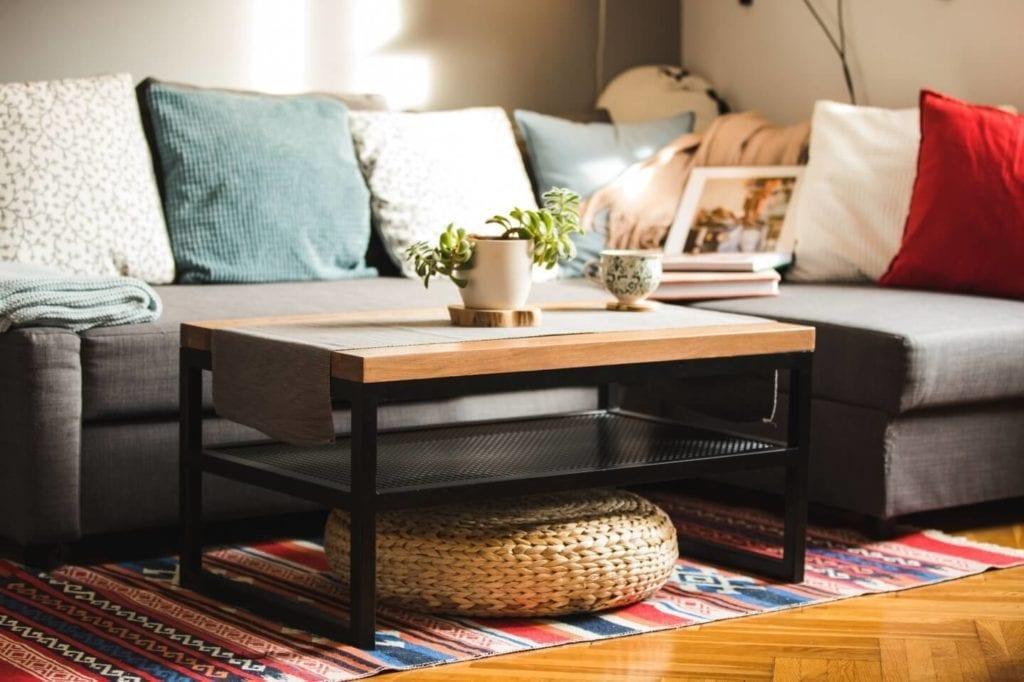 Unikatowe produkty z manufaktury Wolne Meble - drewniany stolik